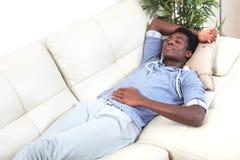 Hombre negro durmiente Fotos de archivo