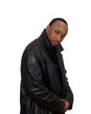 Hombre negro en chaqueta negra Imagen de archivo