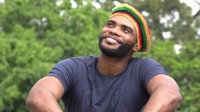 Hombre negro jamaicano feliz metrajes