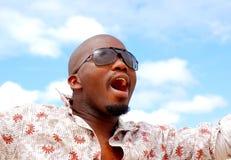Hombre negro que canta Imagen de archivo libre de regalías