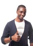 Hombre negro vestido casual con los pulgares para arriba Imagenes de archivo