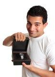 Hombre o vendedor que hace publicidad de un reloj Imagen de archivo libre de regalías