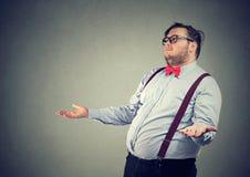 Hombre obeso que hace gesto desamparado imágenes de archivo libres de regalías