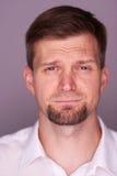 Hombre ocasional con una cara gritadora Imagen de archivo