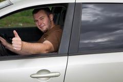 Hombre ocasional en coche Fotografía de archivo