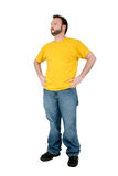 Hombre ocasional en pantalones holgados y camisa amarilla sobre blanco Foto de archivo