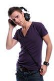 Hombre ocasional que escucha la música Imagen de archivo