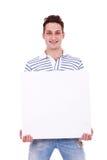 Hombre ocasional que lleva a cabo la muestra blanca Fotos de archivo