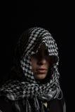 hombre ocultado con gastos indirectos palestinos de la bufanda fotografía de archivo libre de regalías