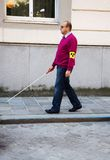 Hombre oculto con el palillo Imagen de archivo libre de regalías