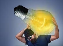 Hombre ocupado ejecutando una gran idea Imagen de archivo libre de regalías