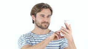 Hombre ocupado usando Smartphone almacen de metraje de vídeo