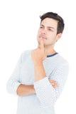 Hombre pensativo con la mano en la barbilla foto de archivo libre de regalías