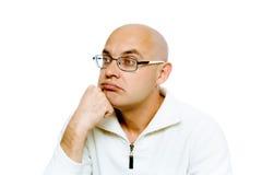 Hombre pensativo en vidrios estudio Aislado Fotografía de archivo libre de regalías