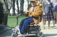Hombre perjudicado, desafiado que sonríe en la cámara, Washington, D C imágenes de archivo libres de regalías