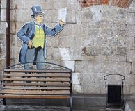 Hombre pintado en la yarda Imagenes de archivo