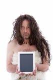 Hombre primitivo divertido que sostiene una tableta de la PC fotos de archivo libres de regalías