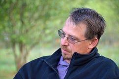 Hombre profundamente en pensamiento Fotos de archivo libres de regalías