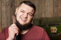Hombre que afeita con el cuchillo Fotografía de archivo