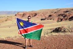 Hombre que agita la bandera de Namibia Imágenes de archivo libres de regalías