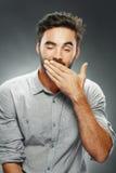 Hombre que bosteza Fotografía de archivo libre de regalías