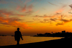 Hombre que camina Imagen de archivo libre de regalías