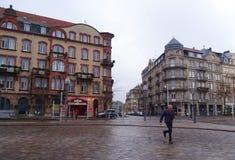 Hombre que camina en Metz Imagen de archivo libre de regalías