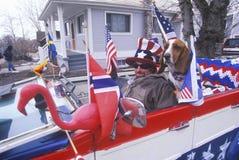 Hombre que conduce el convertible Foto de archivo