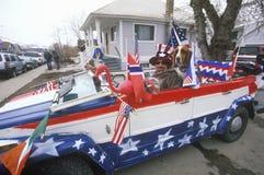Hombre que conduce el convertible Fotografía de archivo libre de regalías
