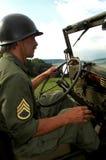 Hombre que conduce el jeep fotografía de archivo libre de regalías