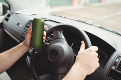 Hombre que conduce mientras que es borracho fotos de archivo