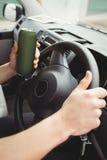 Hombre que conduce mientras que es borracho fotografía de archivo