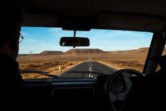 Hombre que conduce su coche Fotos de archivo libres de regalías