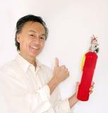 hombre que controla el extintor Fotografía de archivo