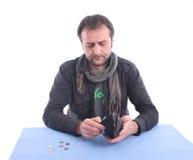 Hombre que controla su carpeta Fotos de archivo