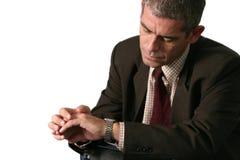 Hombre que controla tiempo Imagen de archivo libre de regalías