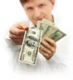 Hombre que da cientos dólares de billete de banco Foto de archivo libre de regalías