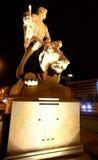 Hombre que derrota el león Imagen de archivo