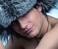 Hombre que desgasta el sombrero mullido Fotografía de archivo