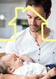 Hombre que detiene al bebé sobrepuesto con forma de la casa foto de archivo libre de regalías
