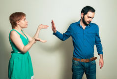 Hombre que discute con la mujer Imagen de archivo libre de regalías