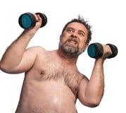 Hombre que ejercita con pesas de gimnasia Fotos de archivo libres de regalías