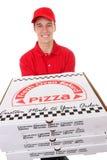 Hombre que entrega las pizzas fotos de archivo libres de regalías