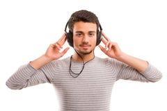 Hombre que escucha la música Fotos de archivo