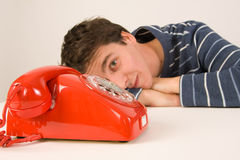 Hombre que espera una llamada Imagen de archivo libre de regalías