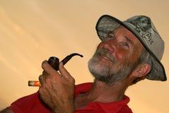 Hombre que fuma Imagen de archivo libre de regalías