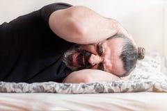 Hombre que grita en dolor Fotografía de archivo