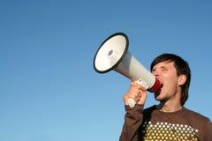 Hombre que grita a través del megáfono Fotos de archivo libres de regalías