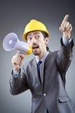 Hombre que grita y que grita con el altavoz Fotografía de archivo libre de regalías