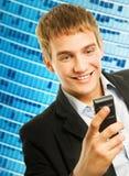 Hombre que habla en el teléfono Imagen de archivo libre de regalías